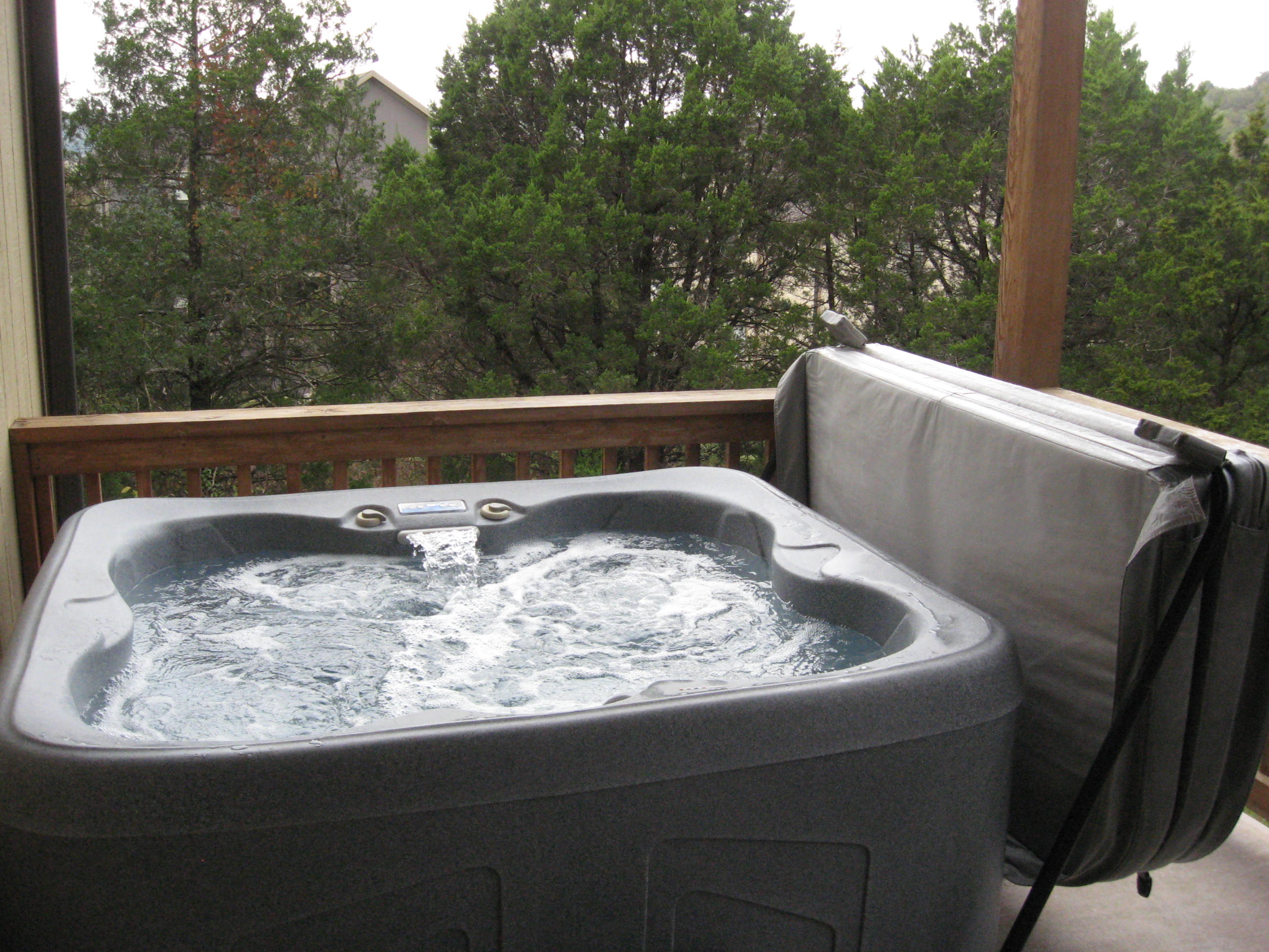 Branson Canyon Vacation Rentals Reunion Rendezvous Hot tub