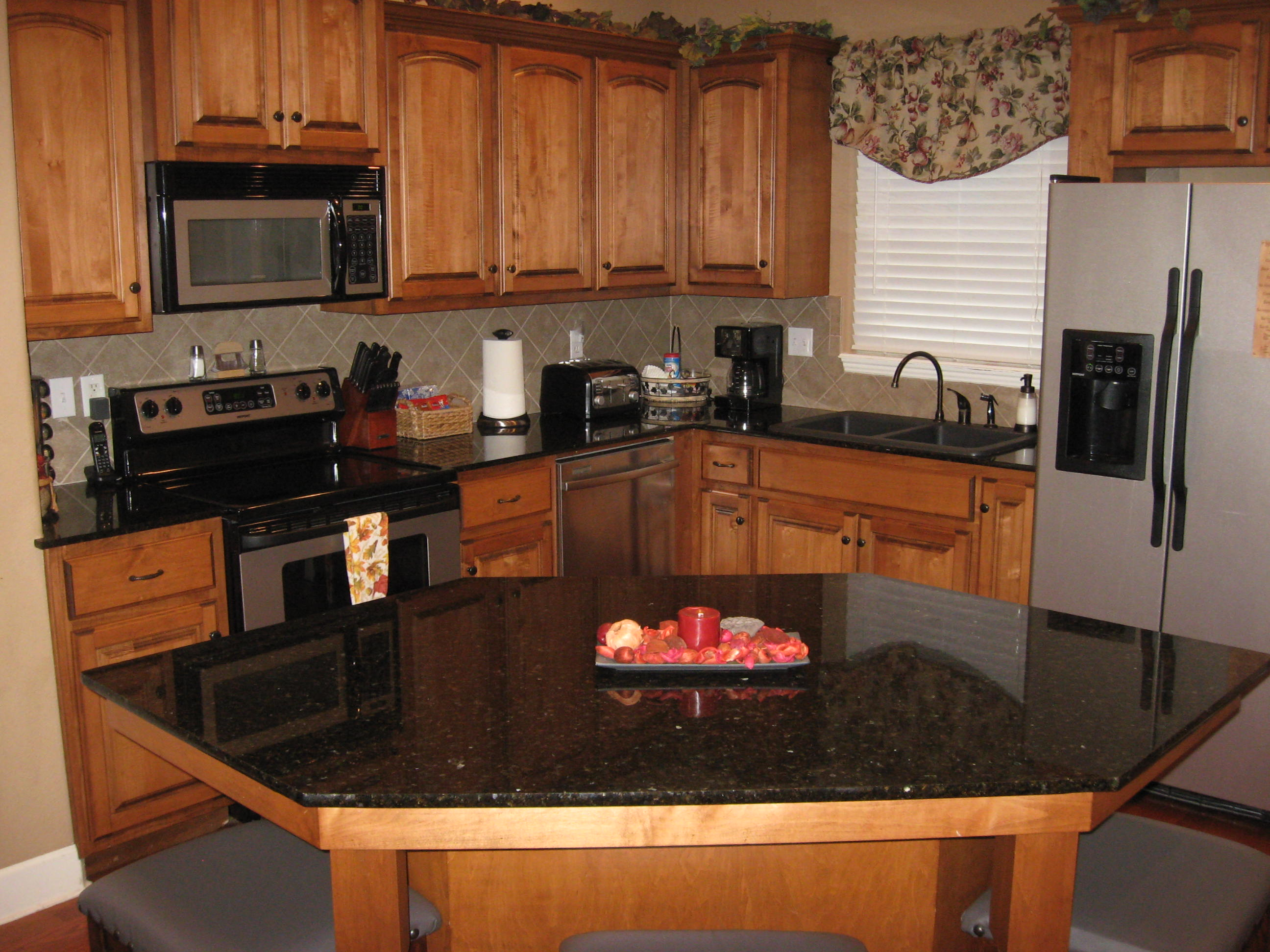 Branson Canyon Vacation Rentals Reunion Rendezvous Kitchen (fully equipped)