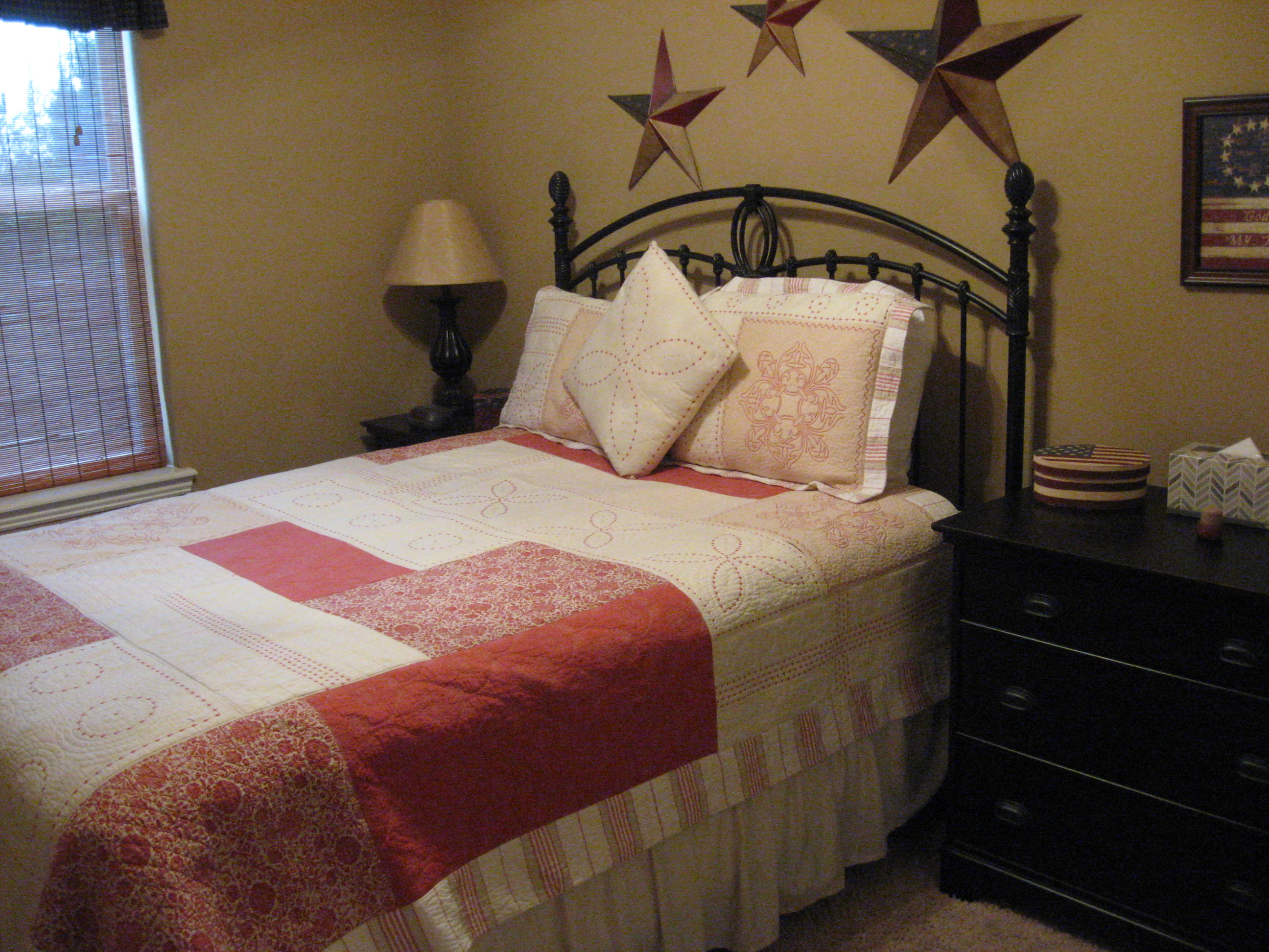 Branson Canyon Vacation Rentals Reunion Rendezvous Patriot's room (Queen)