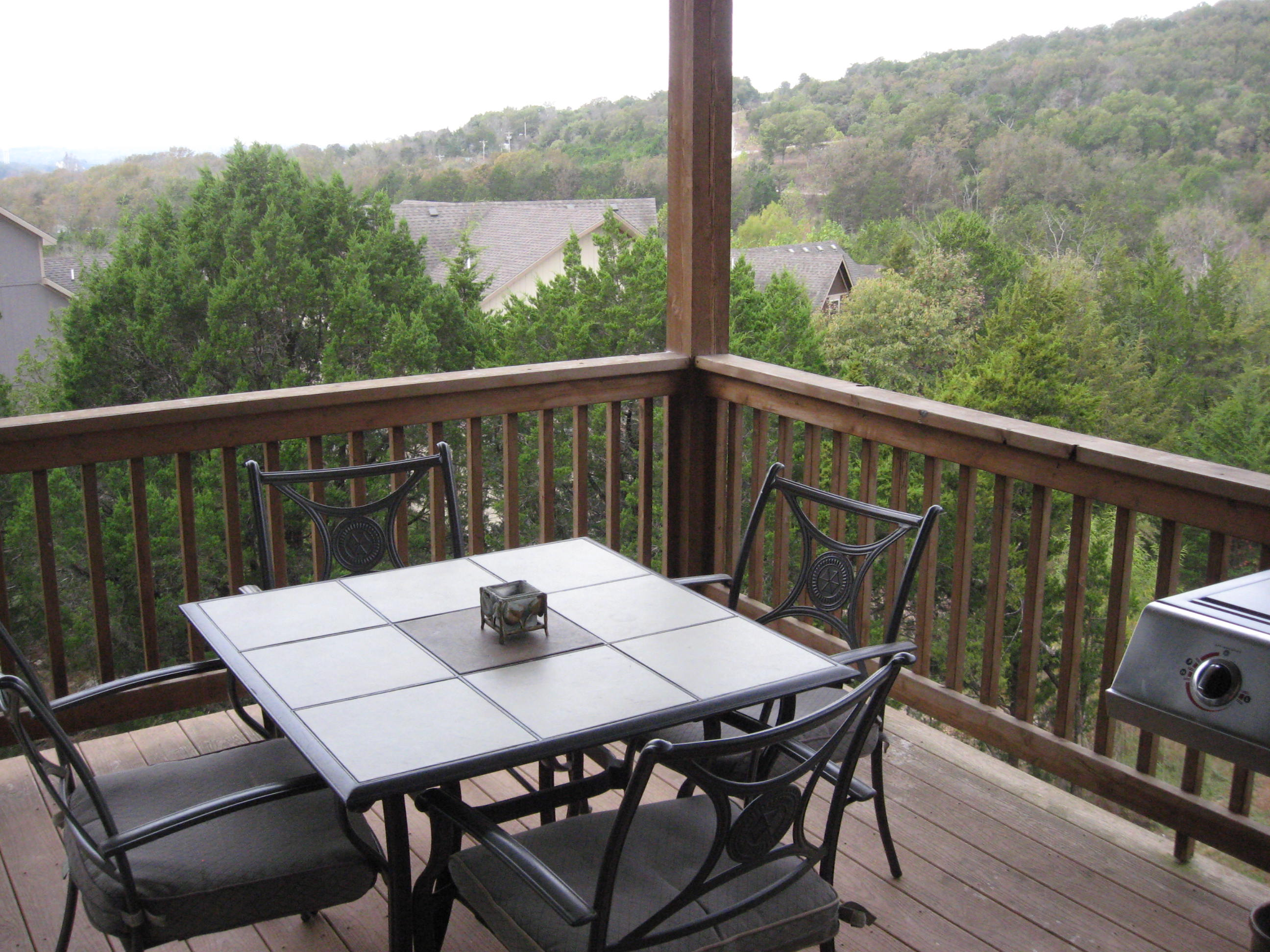 Branson Canyon Vacation Rentals Reunion Rendezvous Upstairs covered porch