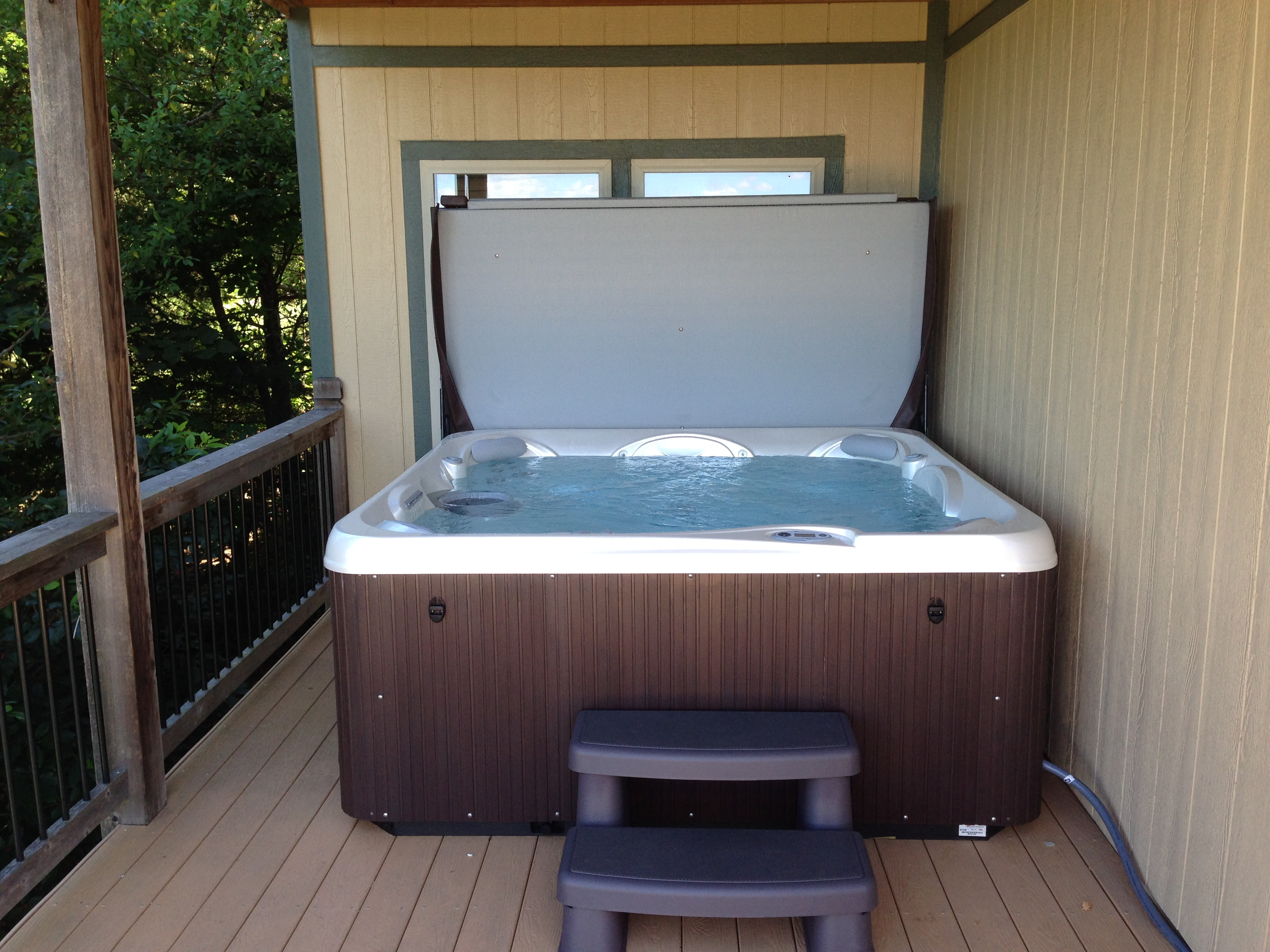 tub branson area resorts mo in allow pets with rentals hot cabins missouri