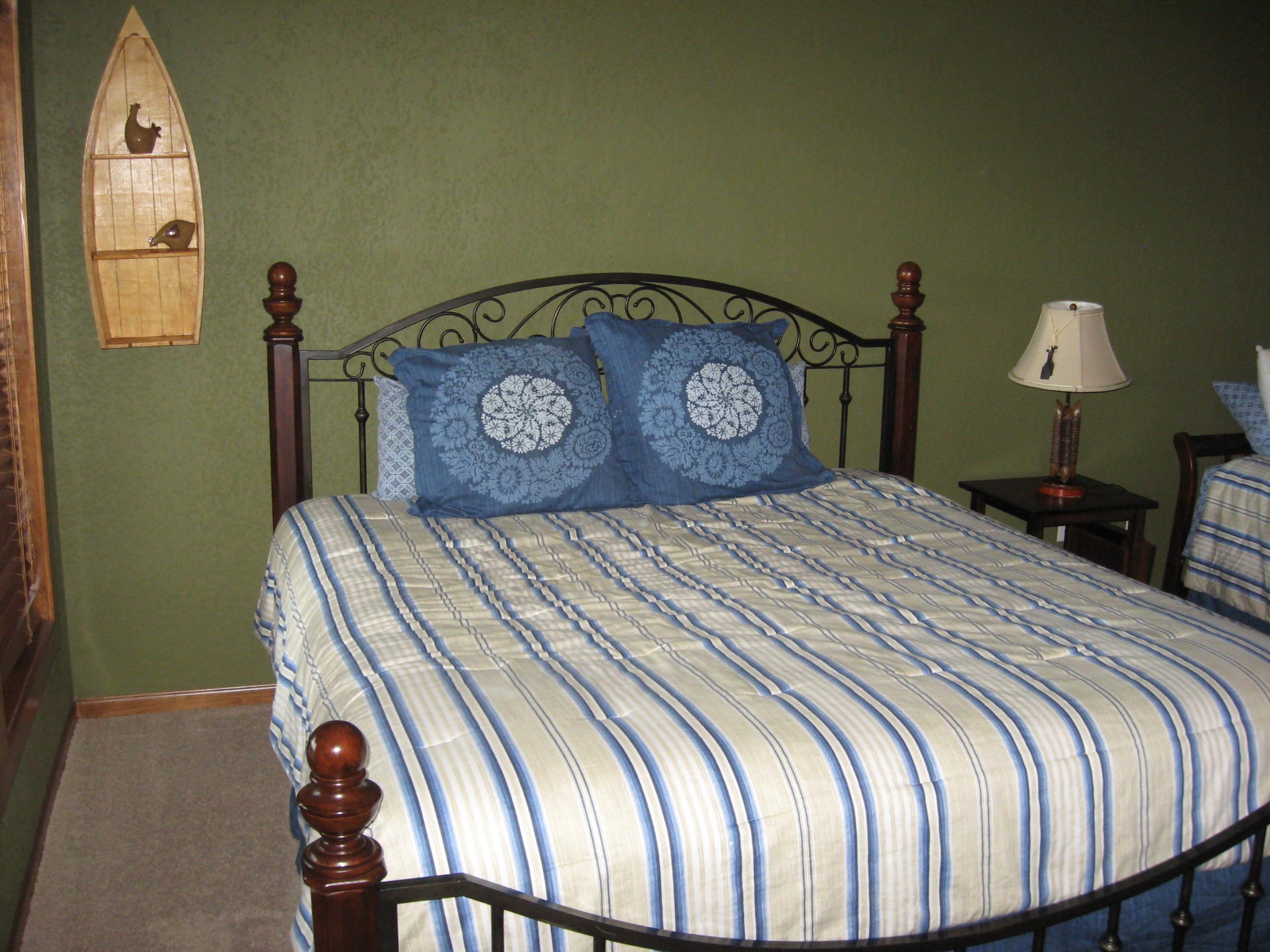 branson canyon vacation rental Alpine Lakeview - King with trundle bed