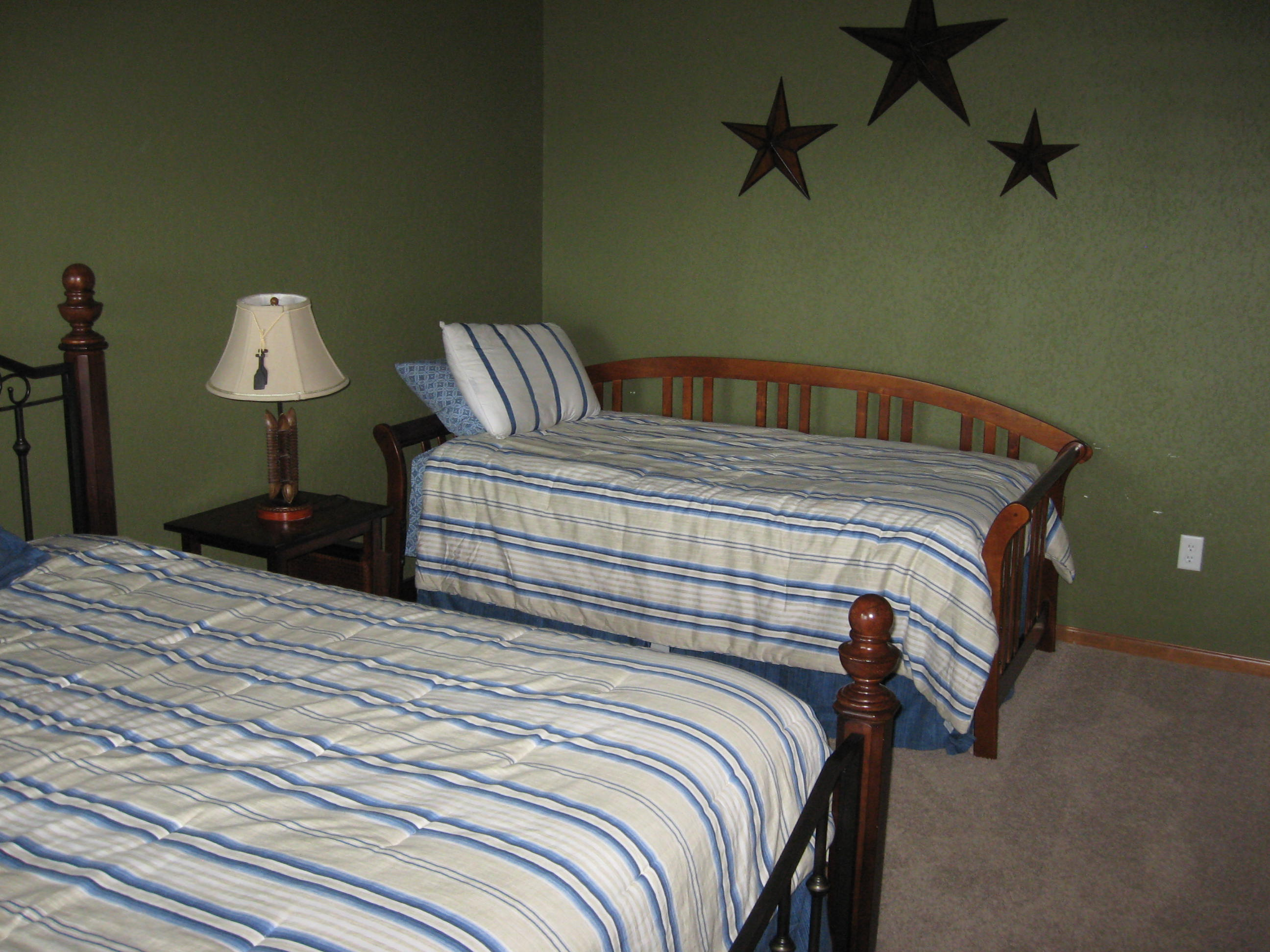 branson canyon vacation rental Alpine Lakeview - trundle bed